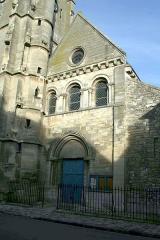 Eglise Saint-Nicolas -  Façade de l'église de Maule - Yvelines (France)