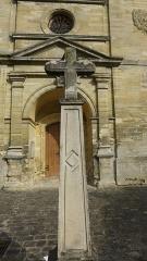 Eglise Saint-Germain Saint-Clair et croix - Français:   Croix de Médan