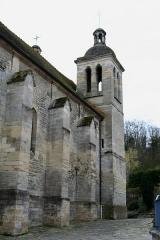Eglise Saint-Germain Saint-Clair et croix -  Église de Médan - Yvelines (France).