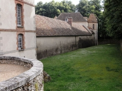 Château - Français:   Château des Mesnuls (Yvelines, France), douves