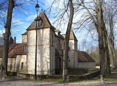 Château - Français:   Château des Mesnuls (Yvelines, France), poterne