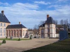 Château - Français:   Château des Mesnuls (Yvelines, France), vue des communs