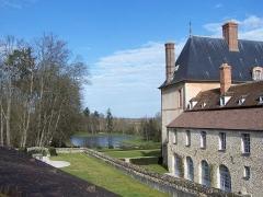 Château - Français:   Château des Mesnuls (Yvelines, France), vue du parc