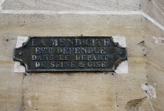 Pavillon d'octroi - English: Plaque in Poissy, old french department of the Seine et Oise. The text is Begging is forbidden in the department of the Seine et Oise.