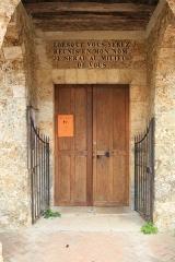 Eglise et cimetière - English: Church door in Saint-Lambert-des-Bois, France.