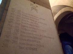 Cathédrale Saint-Louis - Français:   une liste des évêques dans la cathédrale St Louis de Versailles