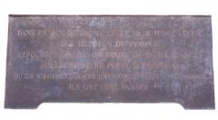 Domaine national : Salle du Jeu de Paume -  Plaque commémorative du Serment du Jeu de paume (20 juin 1789) à Versailles (Yvelines, France) Dans ce Jeu de paume, le XX juin MDCCLXXXIX, les députés du peuple, repoussés du lieu ordinaire de leurs séances, jurèrent de ne point se séparer qu'ils n'eussent donné une constitution à la France. Ils ont tenu parole.