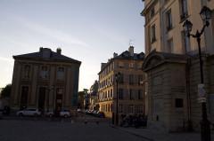Fontaine sur la place -  Versailles
