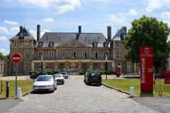 Château d'Athis -  Ecole privée Saint Charles à Athis Mons (91) . Elle est située dans le vaste domaine de l'ancien château de Louise-Anne de Bourbon (XVII eme siècle) .