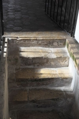 Eglise Notre-Dame-de-l'Assomption - Deutsch: Katholische Pfarrkirche Notre-Dame-de-l'Assomption (Mariä Himmelfahrt) in Boigneville im Département Essonne (Île-de-France/Frankreich), Treppe zur Krypta