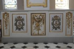 Eglise Saint-Médard - Deutsch: Katholische Pfarrkirche Saint-Médard in Brunoy im Département Essonne (Île-de-France/Frankreich), Bank des Kirchengemeinderats mit Monogramm von Jean Paris de Monmartel und seiner Gemahlin
