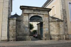 Hôtel-Dieu, actuellement centre hospitalier - English: Picture of the town of Dourdan, France.