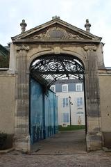 Hôtel-Dieu, actuellement centre hospitalier - Français:   Portail de l\'Hôtel-Dieu, Étampes.