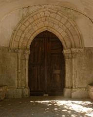 Eglise Saint-Léonard - Français:   Portail de l\'église Saint-Léonard des Granges-le-Roi.