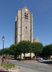 Eglise Saint-Léonard - Français:   L\'église Saint-Léonard des Granges-le-Roi vue depuis le croisement entre la rue de l\'Air et la rue d\'Angerville.