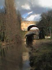 Pont des Belles-Fontaines -  Le Pont des Belles Fontaines vu des berges de l'Orge, à Juvisy-sur-Orge (Essonne, France). / Photo of the Pont des Belles Fontaines, Juvisy, France.