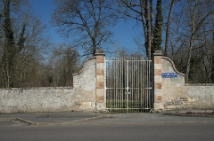 Domaine de Méréville - Deutsch: Schlosspark in Méréville im Département Essonne (Île-de-France/Frankreich), Gitter