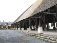 Halle - Français:   Méréville_(Essonne)_halle-0