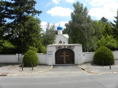 Eglise orthodoxe russe Notre-Dame-de-l'Assomption - English: Gate and wall surrounding the Dormtion Church in SGdB