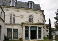 Bibliothèque Marmottan - English: Back facade of Bibliothèque Marmottan in Boulogne-Billancourt, Hauts-de-Seine department in France.