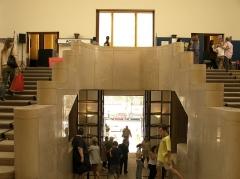 Hôtel de ville -  Escalier d'honneur de l'hôtel de ville de Boulogne-Billancourt.
