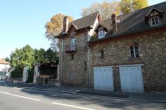 Domaine de Bellevue : ancien château - Bâtiment situé 69 route des Gardes à Meudon en France.