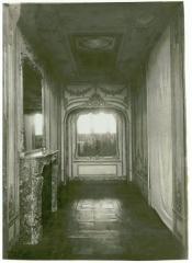 Domaine de Bellevue : ancien château - Français:   Photographie de la pièce, avec l\'emplacement des boiseries replacées.