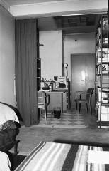 Villa Van Doesburg - Nederlands: Van Doesburghuis: bibliotheek gezien vanuit slaapkamer beletage