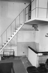 Villa Van Doesburg - Nederlands: Van Doesburghuis: interieur atelier met trap naar dakterras