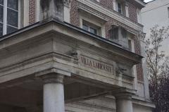 Hôtel Thouret - English: Detail of the entrance of Hôtel Touret (French historical monument) in Neuilly-sur-Seine, France.
