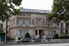 Hôtel Thouret - English: Villa Larrouste