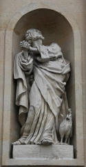 Eglise Saint-Pierre-Saint-Paul - English: A statue of Saint Peter on the façade of St. Peter's and Saint Paul's church, in Rueil-Malmaison, Hauts-de-Seine, France.