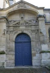 Eglise Saint-Pierre-Saint-Paul -  Saint Pierre Saint Paul Rueil porche latéral 1603