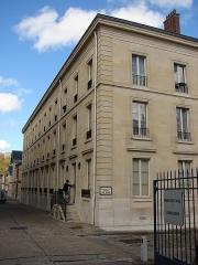 Domaine national de Saint-Cloud : ancienne école nationale de céramique - Français:   Cite de la ceramique Entree de service située au 4 Grande-Rue à Sèvres