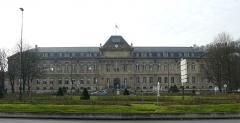 Domaine national de Saint-Cloud : ancienne école nationale de céramique - Français:   Bâtiment du musée national de la céramique (1876), à Sèvres (Hauts-de-Seine), à coté de la manufacture des porcelaines de Sèvres.