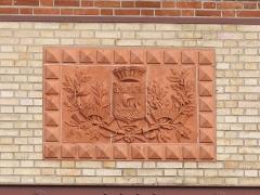 Usine élévatrice des eaux - English: Coats of arms of Paris on the building B of the pumping plant of Colombes (Hauts-de-Seine, France).