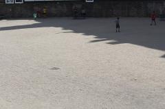 Arènes de Lutèce - עברית: הארנה של לוטטיה - אחד משני השרידים העיקריים שנותרו מהעיר לוטטיה - העיר הרומית שניצבה באתר בו ממוקמת כיום העיר פריז, בירת צרפת. הארנה הייתה אמפיתיאטרון הממוקם באתר בו ממוקם כיום הרובע הלטיני של פריז. ככל הנראה האמפיתיאטרון הכיל בעבר 15,000 מושבים לצופים שצפו בקרבות גלאדיאטורים. המבנה הכיל עד 17,000 צופים (חלקם במקומות עמידה).