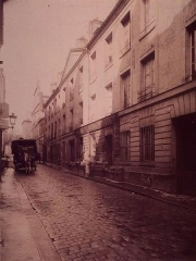 Immeuble, ancienne caserne des Gardes Françaises - English: View of the rue Tournefort in Paris, photography by Eugène Atget, 1901.