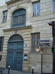 Collège des Ecossais -  Collège des Écossais; rue du Cardinal Lemoine; Paris. The street has been digged out of about 3 meters. A new main entrance door has been opened under the old one, now located at the level of the first floor.