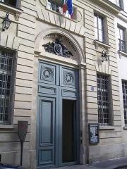 Ancien Collège des Irlandais ou Collège des Lombards, Eglise Saint-Ephrem -  Entrée du collège des Irlandais, rue des Irlandais Photo personnelle (own work) de Marianna