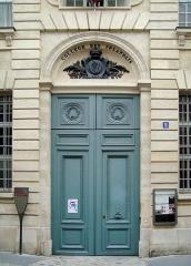 Ancien Collège des Irlandais ou Collège des Lombards, Eglise Saint-Ephrem - English: Entrance of the Collège des Irlandais in Paris, 5 rue des Irlandais