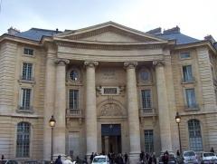Faculté de Droit de Paris -  Photo prise par moi-meme en mars 2006 [transferred from http://fr.wikipedia.org/wiki/Image:BatimentPanthéon.JPG]