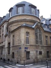 Ancienne faculté de médecine, actuellement Maison des étudiants - English: View of the hôtel particulier in Paris