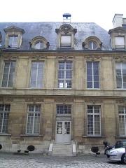 Ancien hôtel de Miramion, ancien musée de l'Assistance publique -  Cour intérieure Photo personnelle (own work) de Marianna