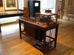 Ancien hôtel de Miramion, ancien musée de l'Assistance publique -  Ancien électrocardiogramme Photo personnelle (own work) de Marianna
