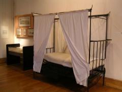 Ancien hôtel de Miramion, ancien musée de l'Assistance publique -  Lit de malade Photo personnelle (own work) de Marianna