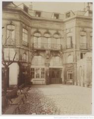 Hôtel Saint-Haure  ou des Dames de Sainte-Aure - Français:   Hôtel de Lutteaux 27 rue Lhomond  photo Eugène Atget
