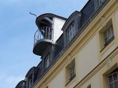 Hôtel Saint-Haure  ou des Dames de Sainte-Aure - English:   Detail at the rooftop of the Hôtel Saint-Haure, 27 rue Lhomond in Paris