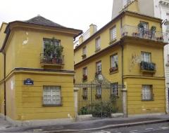 Immeuble - Français:   Paris Ve — 9, rue de l\'Estrapade ancienne Brûlerie Saint-Jacques; 72dpi 30 × 23,8cm.