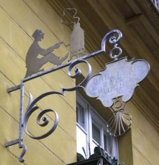Immeuble - Français:   Paris Ve 9, rue de l\'Estrapade enseigne ferronnerie Brûlerie Saint-Jacques; 72dpi 23,3 × 24cm.